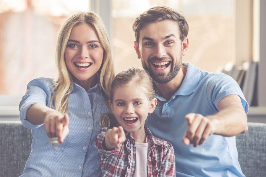 Lachende Junge Familie